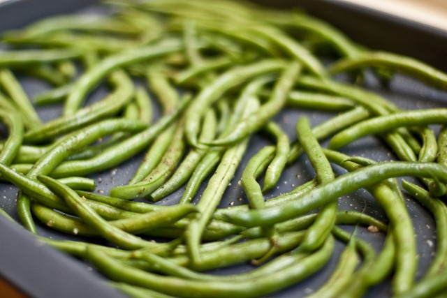 Easy Roasted Balsamic Green Beans — Oh She Glows